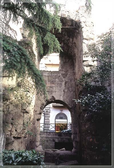 Porta Pretoria e Porta Principalis Sinistra